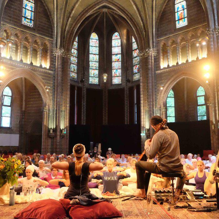 Nirinjan Kaur Matthew Schoening Live Vondelkerk Amsterdam HeartFire.nl