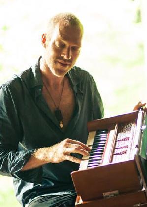Maneesh de Moor // Kirtan & Medicine Songs // 21 oktober 2016